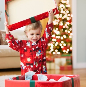 kid-happily-open-the-Christmas-gift